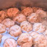 がんもどきの汁を吸って味を付けられる特性を生かすために、全て昆布だしで煮て下味を付けた。調味料も全てヴィーガンのもので統一。